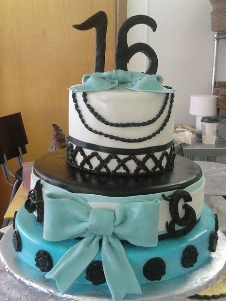 3-tier-sweet-sixteen-birthday-cake-with-teal-ribbon